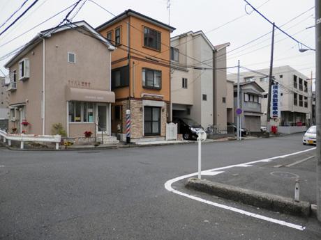 バス停降車後から徒歩の写真5